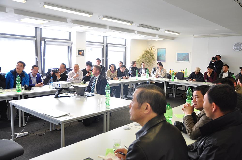 Jürgen Heller von Frey Architekten stellt das Projekt Smart Green Tower vor