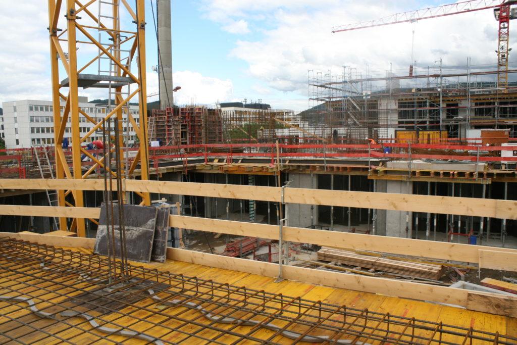 Bauteil A: Schal u. Bewehrungsarbeiten Decke über EG Blickrichtung Grüne Meile