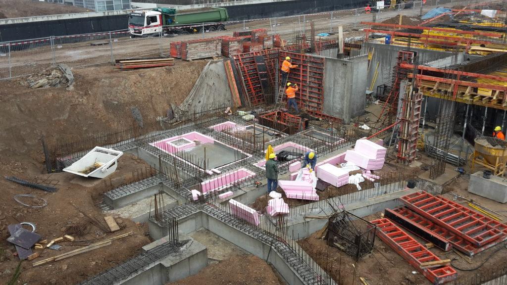 楼宇A: 绿色里程与郎安格轴位地基的混凝土作业