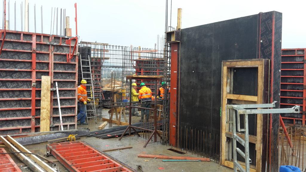 楼宇B:一层内墙的模板和加固作业