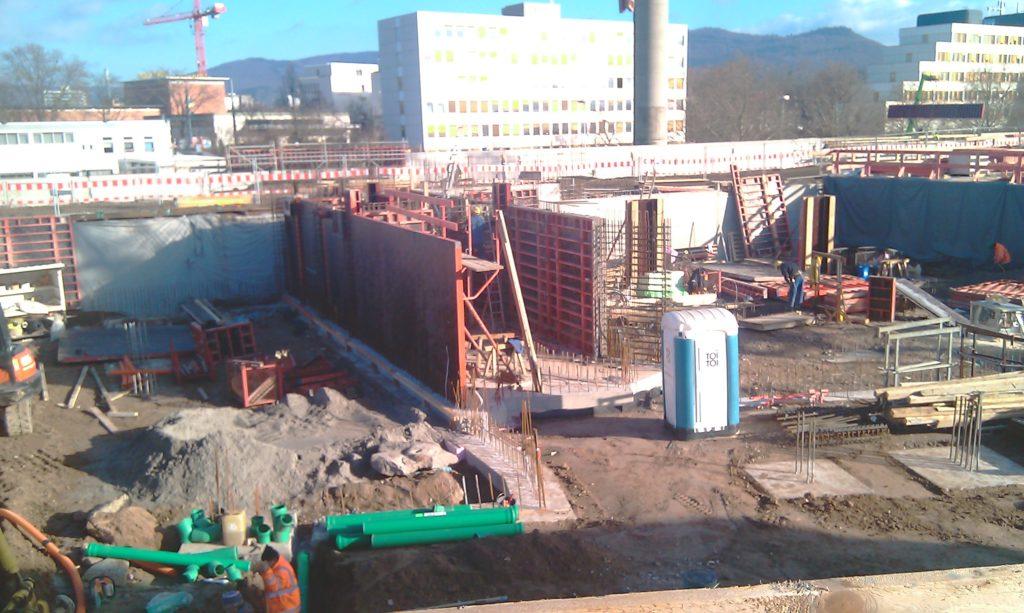 铺设楼宇A的排水管