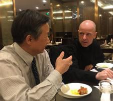 Wolfgang Frey im Gespräch mit Qiu Baoxing