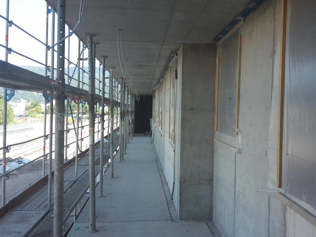 Laubengang in Bauteil B