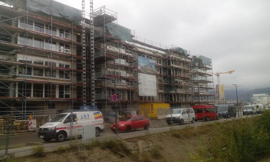 Bautenstand Haus B Fassadenfenster 1. OG bis 4.OG fast vollständig montiert